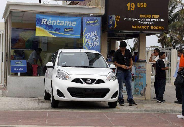 Arrendadoras de autos reportan reservaciones. (Sergio Orozco/SIPSE)