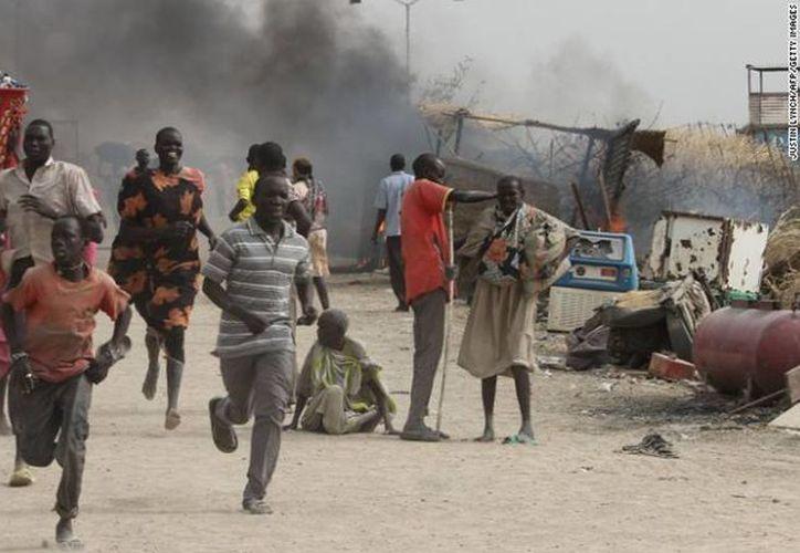 El menos mil civiles ingresaron a las zonas residenciales y de oficinas de la ONU para buscar refugio. (edition.cnn.com)