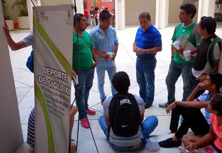 El seminario dirigido a especialistas en deporte de alto rendimiento fue impartido en el Centro Cultural Olimpo de Mérida. (Cortesía)