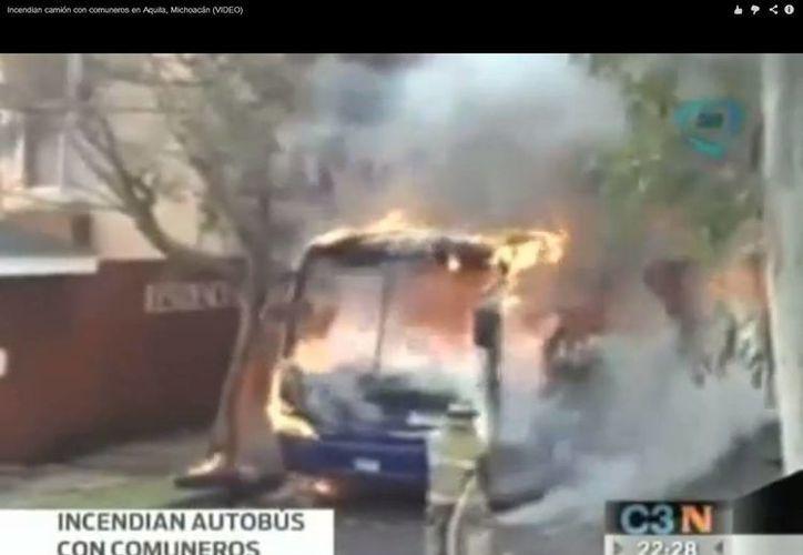 Un grupo de encapuchados cometió el atentado hace dos días en una avenida. (Captura de pantalla de video de YouTube)