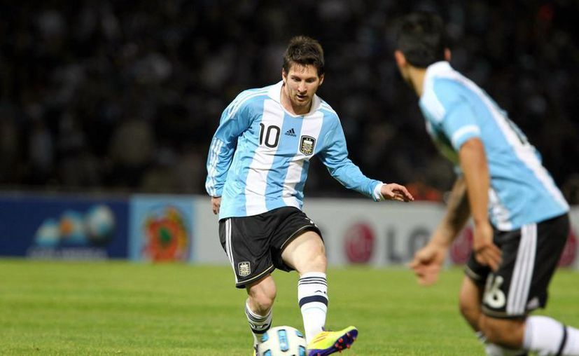 Aficionados de varios países americanos, entre ellos México, podrán competir en la Copa Play Messi que entre sus premios tiene el poder conocer al futbolista de Argentina (foto) y del FC Barcelona. (messigoals.com)