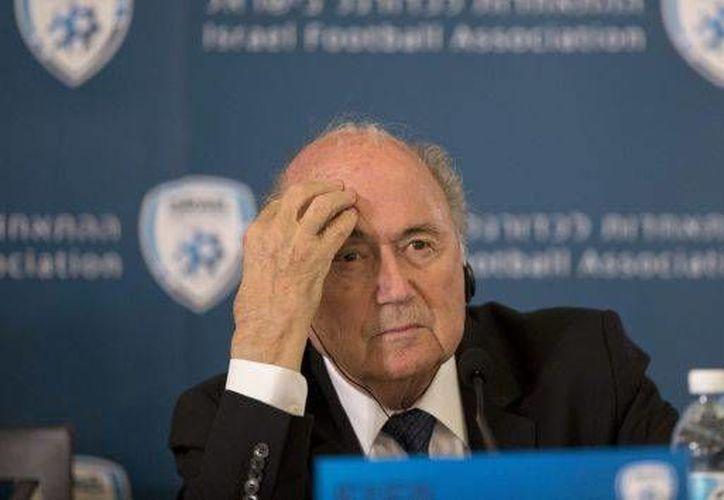 El presidente de la FIFA, Joseph Blatter, ha estado 'embarrado en los casos de corrupción que en los últimos meses han invadido a la FIFA. (Archivo EFE)