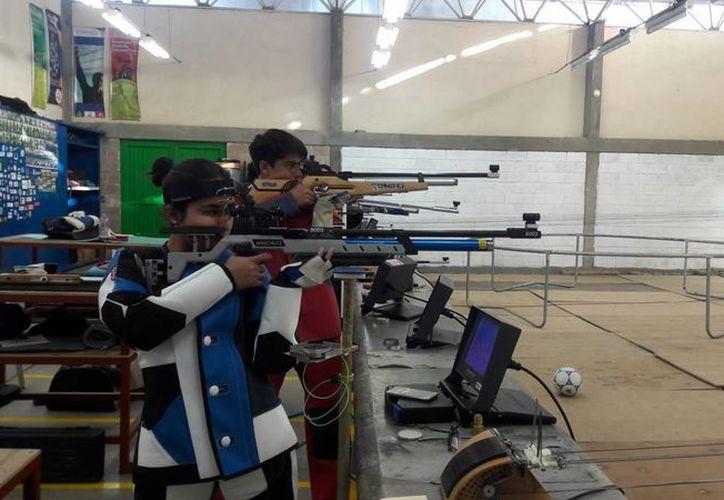 Tres yucatecos ganaron dos medallas en tiro deportivo en la Olimpiada Nacional que se realiza en Querétaro. (Foto de contexto de comudeleon.gob.mx)