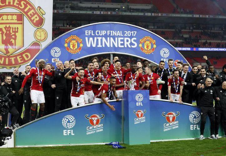 Con gol de Ibrahimovic al minuto 87, Manchester United de José Mourinho obtuvo su quinto título de la Copa de la Liga del Futbol Inglés.(Kirsty Wigglesworth/AP)
