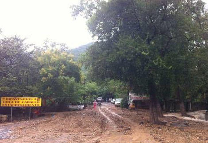 El camino a La Nogalera prácticamente desapareció debido a las fuertes lluvias. (Milenio)