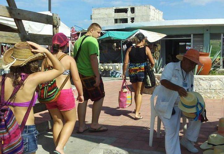 Los turistas cada vez quieren pagar menos por los servicios en Progreso. (Manuel Pool/SIPSE)