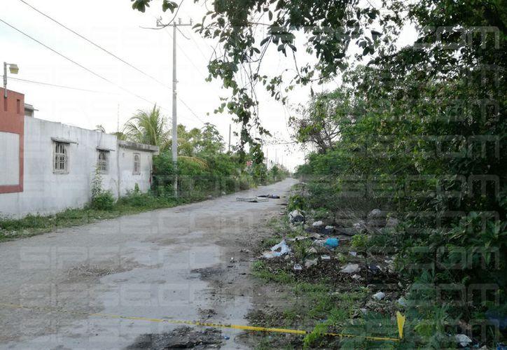La área de terracería donde fue encontrado el cuerpo fue acordonada. (Foto: Luis Hernández)