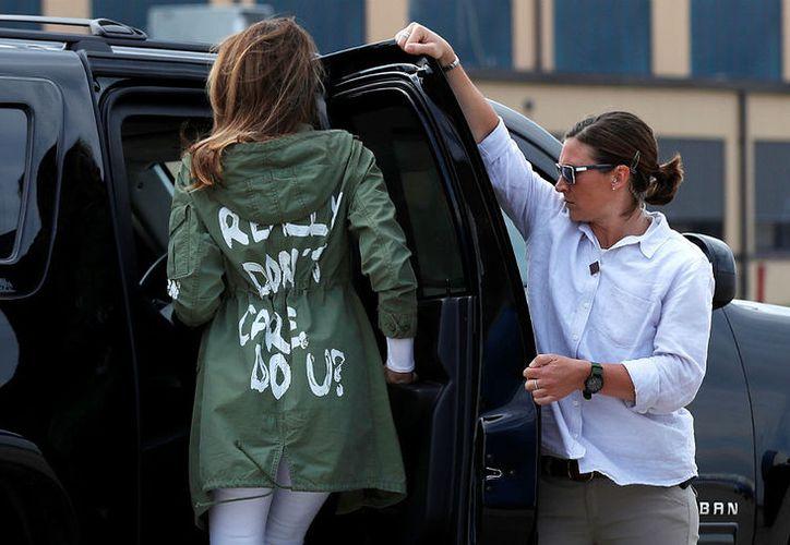 Mensaje de chamarra que portaba la primera dama de Estados Unidos, en la visita a niños separados de sus padres, causó indignación en el mundo. (Foto: Milenio)