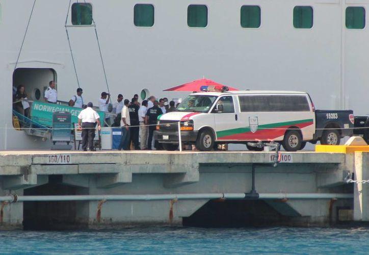 El Instituto Nacional de Migración se hizo cargo de los 17 cubanos rescatados por el crucero Norwegia Getaway. (Gustavo Villegas/SIPSE)