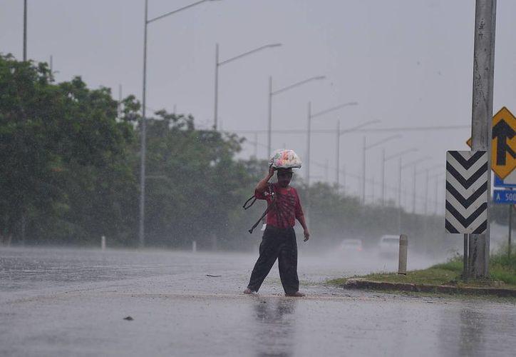 La onda tropical 30 seguirán generando lluvias en Yucatán. (Luis Pérez/SIPSE)