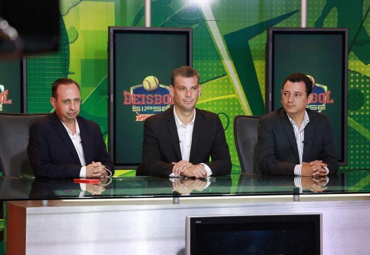 Alejandro Torre, Eddie Baeza y Aurelio Canales ofrecieron detalles del acuerdo para la próxima temporada. (Jorge Acosta)