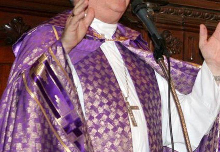 Padres de familia, ¡ánimo! No  se dejen vencer por la tristeza y la incomprensión, pidió el Arzobispo Emilio Carlos Berlie. (Archivo/SIPSE)