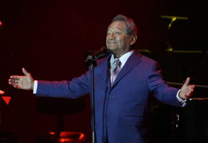 Al enterarse que recibirá un premio de la OEA por su legado y trayectoria, el cantante y compositor yucateco Armando Manzanero dedicó el reconocimiento a José Ángel Espinoza 'Ferrusquilla', fallecido este jueves. (Notimex)