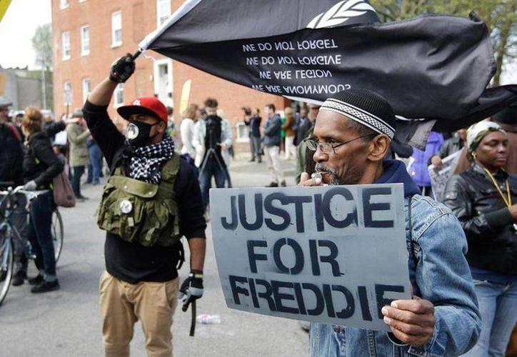 La muerte de Freddie Gray fue el primer eslabón de una cadena de abusos policiales contra afroamericanos que reabrieron la fractura racial en Estados Unidos. (Archivo/Agencias)