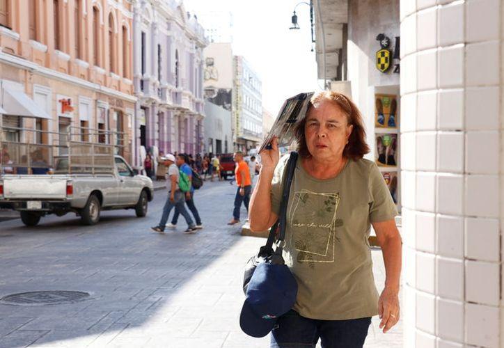 Ante esta situación se recomienda a la población utilizar ropa clara, y usar gorra o sombrero. (Jorge Acosta)