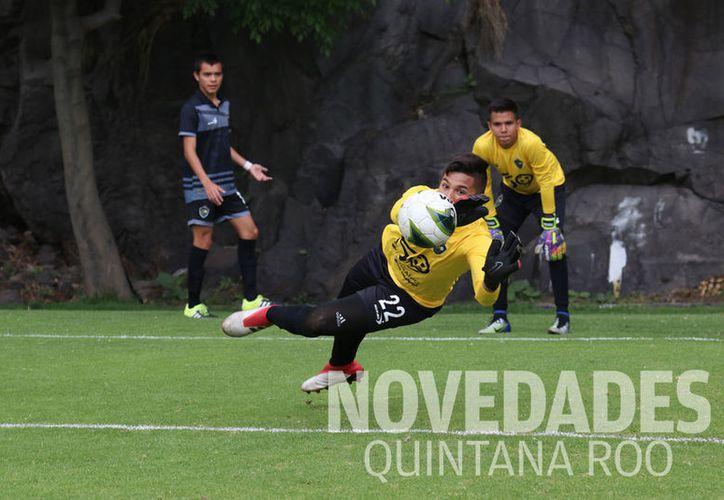 El cancerbero de Pioneros Junior y de la Selección de la Tercera División Profesional, fue uno de los 27 elegidos por Enrique Contreras. (Ángel Villegas/SIPSE)