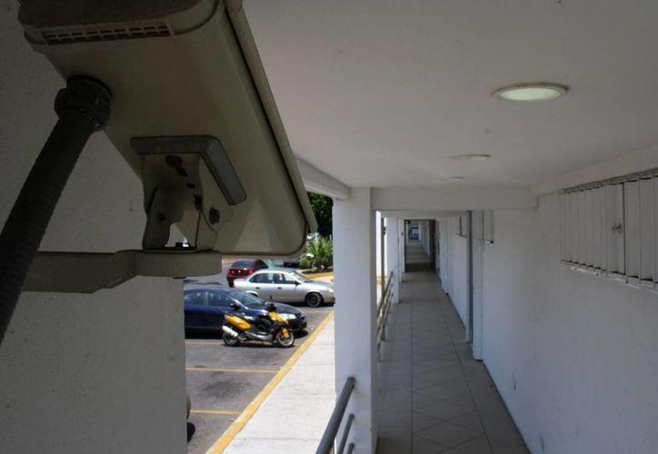 La vigilancia a través de los 'ojos de vidrio' permite detectar toda clase de movimientos. (Enrique Mena/SIPSE)