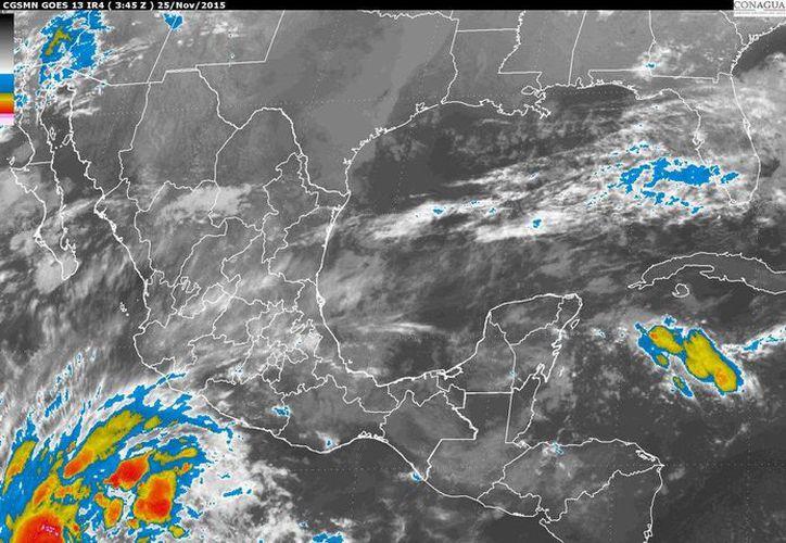 'Sandra' se ubica a 870 kilómetros al sur-suroeste de Manzanillo, Colima. (Conagua)