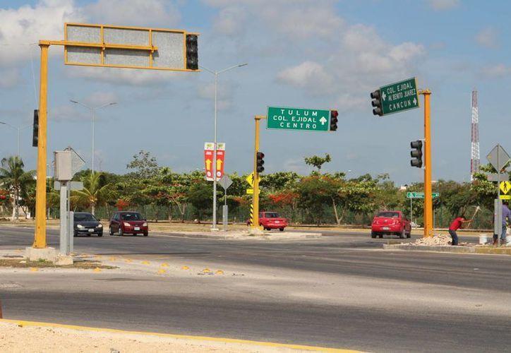 Los semáforos inteligentes serán instalados en las zonas de la ciudad más transitadas. (Adrián Barreto/SIPSE)