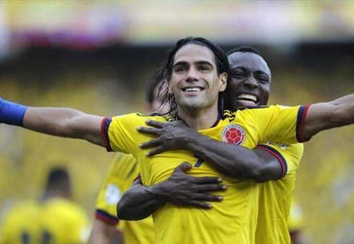 Radamel Falcao es conocido por su gran carisma y calidad de juego. En la imagen, el 'Tigre' festeja un gol con su selección.(facebook.com)