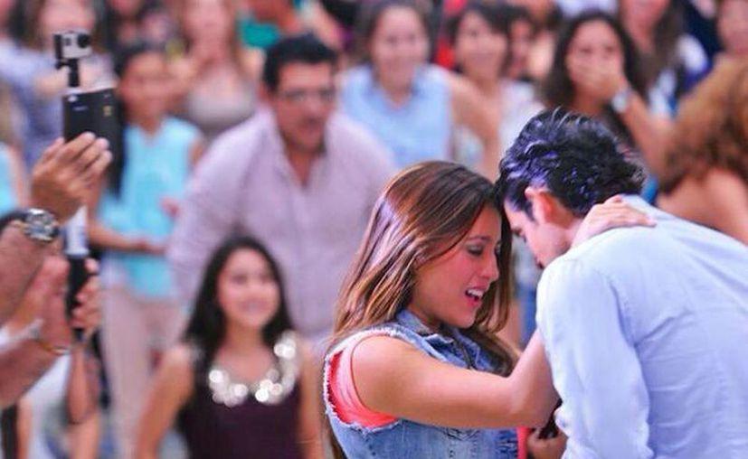 Ernesto y Pilar se casarán pronto: él le pidió matrimonio con un flashmob en Plaza Altabrisa. Aún no tienen fecha, pero el 22 de marzo de 2014 no lo olvidará ninguno de los dos. (Fsh Paulina)