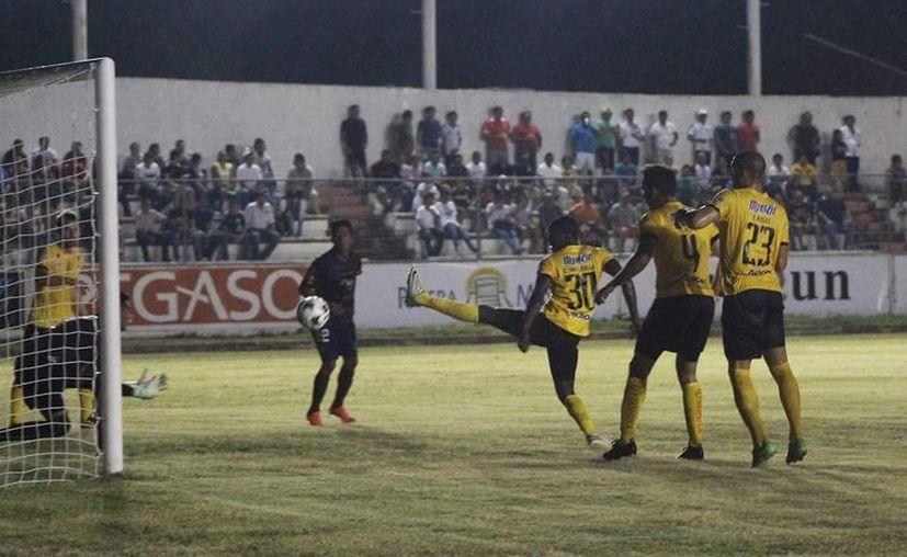 José Alberto Sánchez y Paul Uscanga dieron la victoria a Potros sobre Venados en partido amistoso jugado en Chetumal. (Marco Moreno/SIPSE)