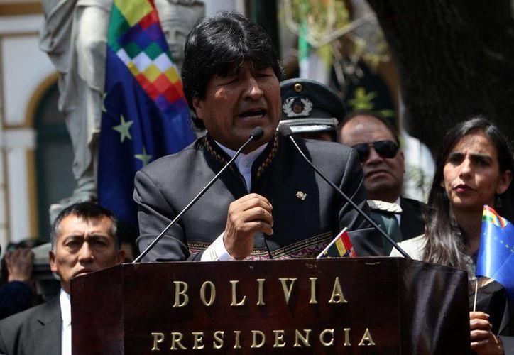 El presidente Evo Morales llamó a su par chilena, la presidenta Bachelet, a solucionar la disputa geográfica por la vía del diálogo. En tanto, la Corte de La Haya se declaró competente para abordar el asunto. (EFE)