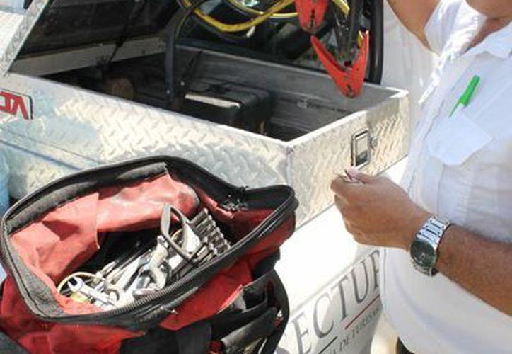 Ante cualquier emergencia mecánica en vías federales, los Ángeles Verdes pueden ser contactados a los números telefónicos 078 o 088.  (Juan Cano/SIPSE)