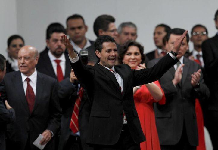 El presidente Peña Nieto llamó a los miembros del PRI a apoyar sus planes de reforma energética y gravar alimentos y medicinas, ahora que la plataforma del partido ha cambiado. (Agencias)
