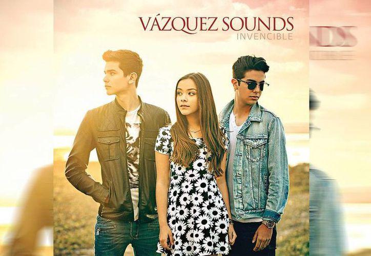 Para 'Invencible' los tres hermanos aportaron ideas para las canciones y cambiaron algunas palabras para adaptarlas a su manera de expresarse. (Facebook/Vazquez Sounds)