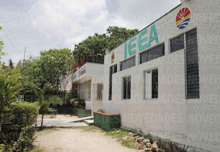 Rafael Quintanar es acusado por sus excolaboradores de haber beneficiado solo a unos cuantos mientras estuvo al frente del IEEA. (Jesús Tijerina/SIPSE)