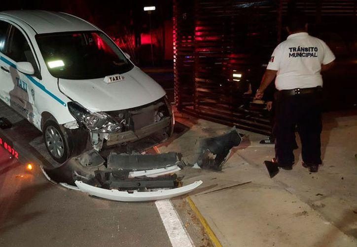 El taxista fue enviado a un hospital. (Redacción/SIPSE)