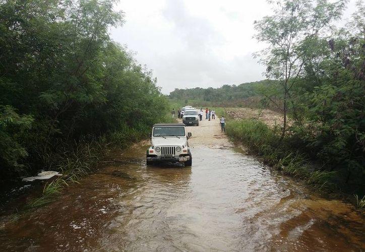 La inundación dañó 150 kilómetros de caminos. (Edgardo Rodríguez/SIPSE)