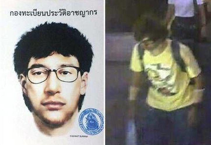 Esta combinación de imágenes de archivo, distribuidas por la policía de Tailandia, muestra un retrato y una imagen de una cámara de seguridad del principal sospechoso de un atentado en el templo de Erawan de la capital tailandesa. (Agencias)