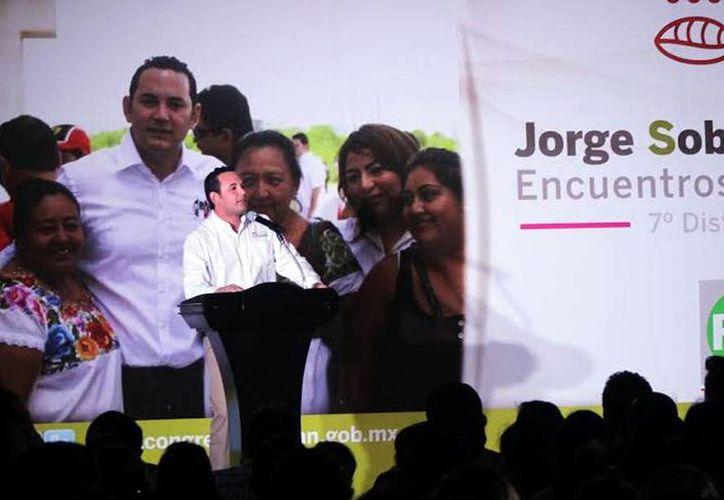 Jorge Sobrino Argáez fue uno de los diputados que dio cuenta de su trabajo legislativo. (Milenio Novedades)