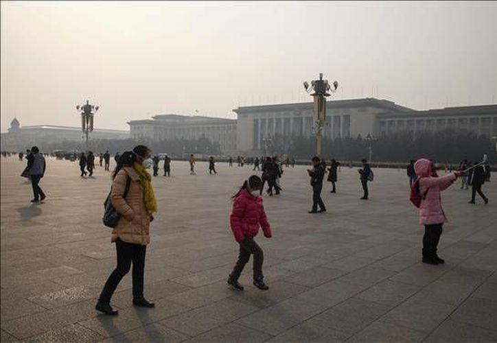 Los servicios meteorológicos chinos alertaron el jueves de que el norte de China sufriría estos días la peor racha de contaminación del año. (EFE)