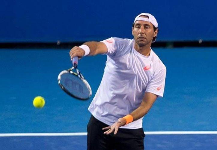 El mexicano Santiago González no pudo avanzar este viernes en el Abierto de Wimbledon, ni en dobles ni en mixtos. (mexsports.com)