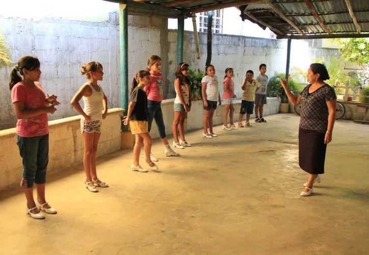 María y sus hermanos dan clases a más de 300 alumnos de manera independiente. (SIPSE)