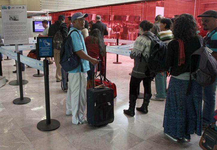 La SSA pidió a los viajeros que enfermen durante el vuelo informar a la tripulación antes de aterrizar. (Archivo/Notimex)