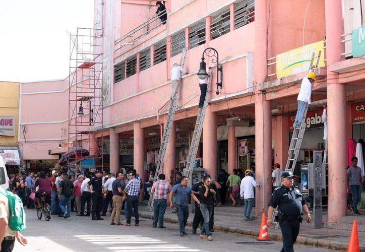 El Alcalde de Mérida supervisó las obras que se realizan en el mercado Lucas de Gálvez y sus alrededores. (Milenio Novedades)