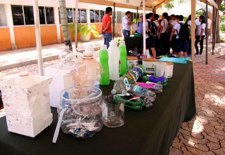 El CICY lleva a cabo una jornada educativa con especialistas para alumnos de primaria donde se habló del reciclaje de la basura. (José Acosta/SIPSE)