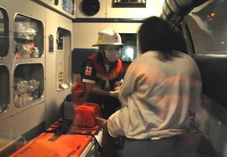 La agraviada recibió atención y médica y fue llevada al Ministerio Público para rendir su denuncia. (Redacción/SIPSE)