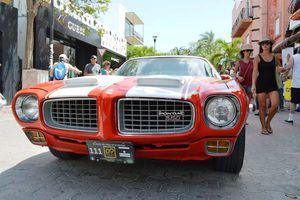 Derrochan elegancia autos clásicos en Rally Maya