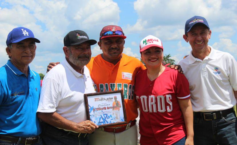 Reconocimiento a jonroneros.  (Novedades Yucatán)