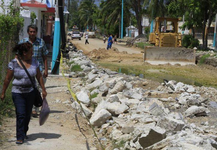 La Sedatu determina dónde asignar recursos para pavimentar calles o instalar banquetas en base a un estudio de los polígonos habitacionales. (Benjamín Pat/SIPSE)
