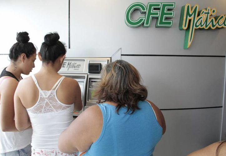 Recomiendan pagar en centros de atención, ventanillas o cfemáticos. (Tomás Álvarez/SIPSE)