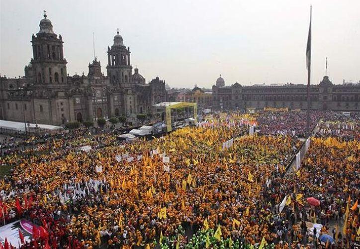 En el mitin se presentaron alrededor de 50 mil personas.  (Excélsior)