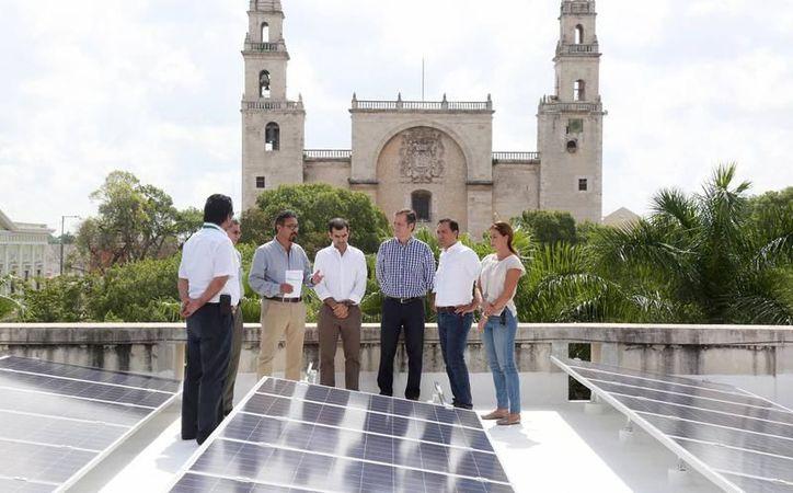 El alcalde de Mérida, Mauricio Vila, aseguró que la empresa Jinko Solar, de origen chino, busca un lugar para instalar una planta de ensamble de paneles solares, y en su lista está Mérida. (Archivo/SIPSE)