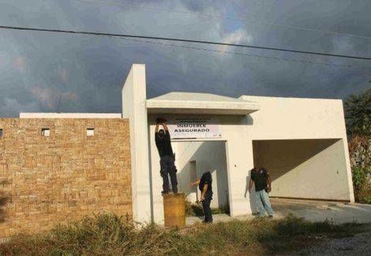 La Procuraduría de Michoacán aseguró 62 inmuebles propiedad de integrantes de un grupo criminal en los municipios de Aquila y Coahuayana. (Milenio)