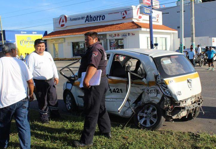 Marlene N., pasajera del taxi accidentado continúa grave en la clínica del Hospital General. (Ángel Castilla/SIPSE)